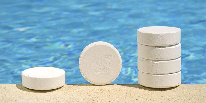 5 Plus Minus Membersihkan Kolam Renang dengan Kaporit